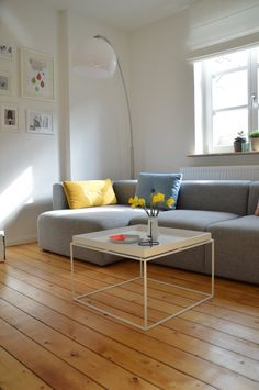The new coffee table from Hay, yesterday in the Bremen Hay shop snatched (-; Cozy Living Rooms, Living Room Decor, Living Spaces, Simple Interior, Interior Design, Hay Tray Table, Cozy Reading Corners, Living Room Inspiration, Sweet Home