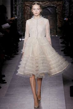 Valentino Spring 2013 Couture - Runway Photos - Fashion Week - Runway, Fashion Shows and Collections - Vogue Haute Couture Paris, Valentino Couture, Style Haute Couture, Spring Couture, Couture Fashion, Runway Fashion, High Fashion, Fashion Show, Valentino Paris