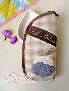 【布颜团做】十月的温暖--先染蛋糕手拿包 House Quilts, Hand Embroidery, Burlap, Applique, Coin Purse, Patches, Reusable Tote Bags, Wallet, Purses