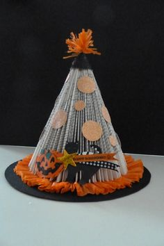 Halloween Arts And Crafts, Halloween Books, Fall Halloween, Holiday Crafts, Happy Halloween, Halloween Decorations, Old Book Crafts, Book Page Crafts, Folded Book Art