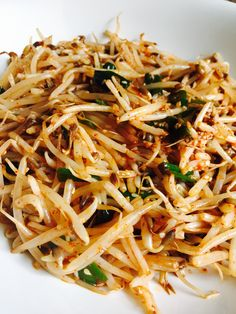 Spicy Sprouts Salad: Bean sprouts make a refreshing salad. Add some chilli powder to that and you got yourself a dynamite dish! I love spicy food even though I can't handle it at times. There is something incredi… Spicy Recipes, Asian Recipes, Vegetarian Recipes, Cooking Recipes, Healthy Recipes, Ethnic Recipes, Diabetic Recipes, Korean Bean Sprouts Recipe, Bean Sprout Recipes