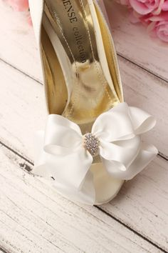 Hey, I found this really awesome Etsy listing at https://www.etsy.com/au/listing/225665010/wedding-shoe-clip-bridal-shoe-clip-bow