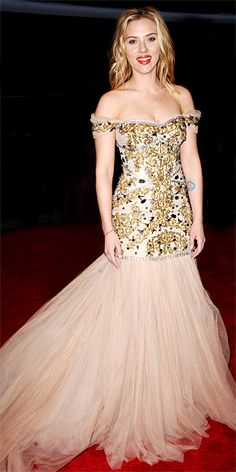 For the Costume Institute Gala, Johansson chose a custom Dolce & Gabbana bustier gown and Fred Leighton gems