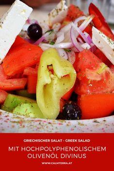 """Neben dem Vitamin E Gehalt und einer einzigartigen Fettsäurezusammensetzung, sorgen vor allem phenolische Verbindungen für die gesundheitliche Wirkung von Olivenöl. Wissenschaftliche Studien belegen die Wirkung dieser phenolischen Verbindungen und werden dabei mit dem Überbegriff der """"Polyphenole"""" beschrieben. Was Polyphenole sind erfährst du hier-> Co2 Neutral, Greek Salad, Caprese Salad, Salsa, Ethnic Recipes, Helfer, Food, Crete, Easy Meals"""