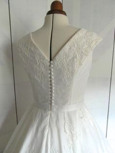 LolaRose Lace Tea length wedding dress by RyleyandFlynnVintage