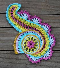 A beautiful spiral ….. as applique for clothing, for decoration of pillow cases, table runners, etc., just to lie down to decorate your home…..