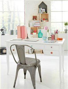 Sekretär Ein Schreibtisch wie aus alten Kontorhäusern, besonders praktisch sind die fünf Schubladen die schnell für Ordnung sorgen.