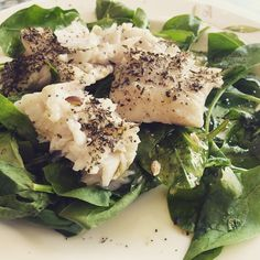 Grilled hake, on a bed of raw baby leaf spinach, drizzled with Olive oil and lemon juice. Energy for days. #pescatarian