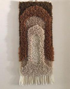 Vintage rug hooked 1970s wall hanging, handmade latch hook boho decor Vintage Wood, Vintage Images, Vintage Rugs, Wood Napkin Holder, Rug Yarn, Vintage Fisher Price, Flower Shape, Rug Hooking, Unique Colors