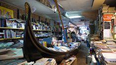 La Libreria Acqua Alta a Venezia è una libreria storica, famosa e bellissima. Si trova a Venezia in Calle Lunga Santa Maria Formosa, imperdibile.