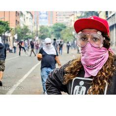 """""""#RT @SoyVnezolano: Detenida ayer en #Chacao, aseguran que fue acorralada por motos alrededor de las 8pm. pic.twitter.com/k9NnBowlJc """""""