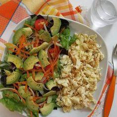 Recetas de ensaladas con aguacate fácil y sencilla de preparar tomate, zanahoria rallada y acomapñado con pollo o cerdo Pasta Salad, Potato Salad, Cabbage, Rice, Potatoes, Chicken, Meat, Vegetables, Healthy