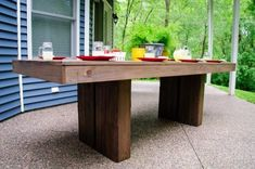 Modern Outdoor Patio Table plans from Ana White Diy Bench Outdoor, Modern Outdoor Dining, Outdoor Tables, Diy Patio Table, Diy Farm Tables, Diy Patio, Diy Outdoor, Diy Outdoor Table, Outdoor Patio Furniture