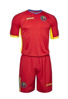 Joma présente les maillots de la Roumanie pour l'Euro 2016