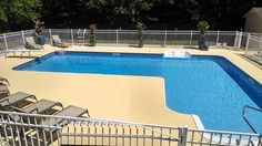 Heated pool, 8 seat table, umbrella, entire right side 3ft deep, left side =9ft - Cleveland house rental