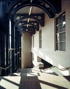 Sainsbury Wing of the National Gallery by Robert Venturi