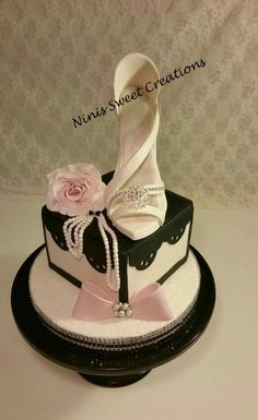 White Fondant Shoe Cake on Cake CentralYou can find Shoe cakes and more on our website.White Fondant Shoe Cake on Cake Central Shoe Box Cake, Bag Cake, Shoe Cakes, Purse Cakes, Gorgeous Cakes, Pretty Cakes, Amazing Cakes, Fondant Cakes, Cupcake Cakes