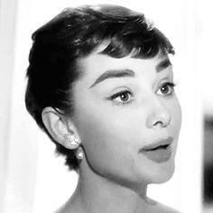 Audrey Hepburn Animated GIFs (117)