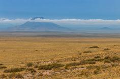 Volcán y llano entre El Sosneado y Pareditas la Ruta 40 en Mendoza