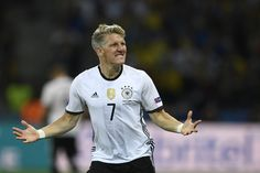 TOPSHOT - Germany's midfielder Bastian Schweinsteiger celebrates after scoring a goal during the Euro 2016 group C football match between Germany and Ukraine at the Stade Pierre Mauroy in Villeneuve-d'Ascq near Lille on June 12, 2016. / AFP / MARTIN BUREAU