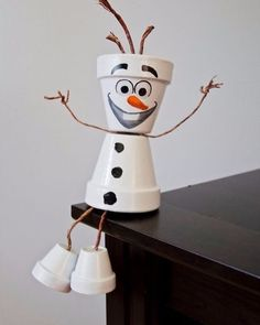 Frozen & # s Olaf flower pot person - Upcycling. - Frozen & # s Olaf flower pot person - Upcycling. Clay Pot Projects, Clay Pot Crafts, Diy Clay, Diy And Crafts, Flower Pot Art, Clay Flower Pots, Flower Pot Crafts, Flower Pot People, Clay Pot People