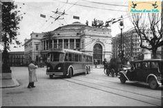 """PALERMO 1942, filobus n°17 """"Stazione-Camporeale"""" in Piazza Castelnuovo"""