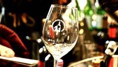 Αυτοκίνητα -ποίημα ή κρασιά- ποίημα; Οι παραγωγοί της Πελοποννήσου βάλθηκαν να μας αποδείξουν ότι η επιλογή δεν είναι τόσο προφανής! Wine Festival, White Wine, Alcoholic Drinks, Glass, Alcoholic Beverages, Drinkware, White Wines, Liquor, Yuri