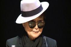 El Món   Yoko Ono, Peter Gabriel i Hristo Stóitxkov, a favor del dret a decidir dels catalans   Política