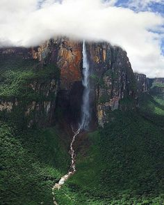 44.1K vind-ik-leuks, 211 reacties - EARTHOFFICIAL (@earthofficial) op Instagram: 'Angel Falls in Canaima National Park, Venezuela | Photography by © (@airpano) #earthofficial'