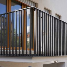 Modern Patio Doors, Modern Stair Railing, Balcony Railing Design, Modern Stairs, Fence Design, Modern Exterior, Balcony Grill Design, Terrace Garden Design, Balustrade Design