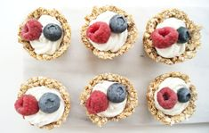Havermoutcups met yoghurt - On a Healthy Adventure Muesli Cups, Healthy Snacks, Healthy Recipes, Christmas Breakfast, Health Diet, Mini Cupcakes, Food Inspiration, Food Porn, Brunch