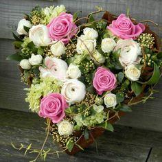 Grafwerk Funeral Flower Arrangements, Funeral Flowers, Floral Arrangements, Flower Box Gift, Flower Boxes, Deco Floral, Floral Design, Design Design, White Ranunculus