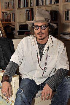 I just wanna lay there next to him Johnny Depp Tattoos, Johnny Depp Fans, It's Johnny, Jonny Deep, Captain Jack Sparrow, Don Juan, Film Serie, Pirates Of The Caribbean, Celebs