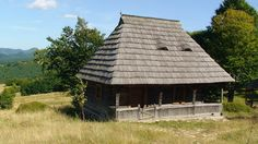 Wooden house from Budești, Maramureș, Romania Vernacular Architecture, Wooden House, Home Fashion, Villas, Cottages, Abandoned, Organize, Buildings, Houses