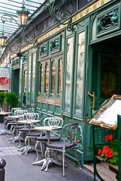 I would love to be having morning coffee at this Paris cafe.