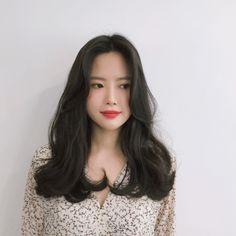 Haircuts For Medium Hair, Girl Haircuts, Medium Hair Styles, Girl Hairstyles, Curly Hair Styles, Hair Color Asian, Asian Hair, Hair Day, New Hair