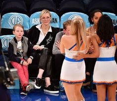 #CateBlanchett's son being mesmerized by the #Knicks cheerleaders is the best thing we've seen all day.  (: Getty/James Devaney)