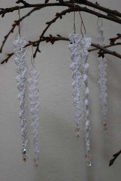 Crochet. // ♡ IF THESE ARE SUPPOSED TO BE ICICLES, THEY NEED A *T*O*N* OF GLITTER!!! ♥A