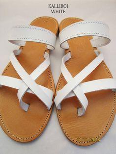 Sandali in pelle fatti a mano realizzati in Grecia da Penelope Sandals Greek Sandals, White Sandals, Leather Sandals, Toe Ring Sandals, Toe Rings, Real Leather, Soft Leather, Shoes Too Big, Designer Sandals