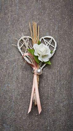 Hochzeitsanstecker Monika - Basteln & Schenken Ivory Wedding, Diy Wedding, Rosen Arrangements, Family Flowers, Plant Hanger, Corsage, Boutonniere, Christmas, Design