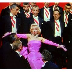 If there ever was one who could pull off shocking pink! Marilyn Monroe