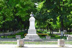Statuia lui Constantin Poroineanu din Parcul Constantin Poroineanu din Caracal