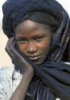 Africa | Tuareg girl from Niger || Scanned postcard; photo by Jean Marc Durou