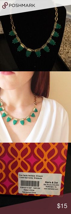 Stella & Dot Eye Candy Emerald Necklace Used for display only! In great condition. Beautiful layering piece or to wear alone. Comes with original packaging Stella & Dot Jewelry Necklaces