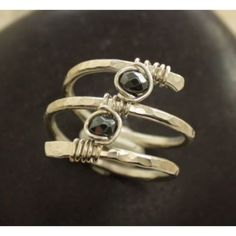simple wire ring - no soldering needed,,, excited to do this with natural gemstones Wire Jewelry Rings, Wire Jewelry Designs, Metal Jewelry, Jewelry Art, Jewelery, Jewelry Ideas, Wire Bracelets, Bijoux Fil Aluminium, Schmuck Design