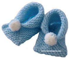 Zapatitos de bebe de dos cuadrados tejidos - Tejiendo Perú Baby Booties Free Pattern, Baby Shoes Pattern, Shoe Pattern, Dk Weight Yarn, Baby Slippers, Crochet Baby Shoes, Baby Sneakers, Garter Stitch, Baby Knitting Patterns