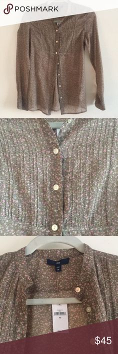 GAP Brand New Shirt NWT XS  Open to offers:) gap Tops Button Down Shirts