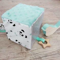 Cube d'éveil inspiration montessori couleur mint et motif panda - Un grand marché Cubes, Diy Bebe, Baby Rattle, Beautiful Babies, Diy For Kids, Diys, Decorative Boxes, Great Gifts, Sewing