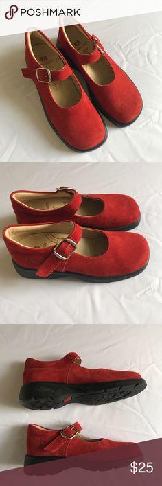 "Girls Elefanten Red Dress Buckle Shoes EU 31 US 13 Girls Elefanten Red Dress Buckle Shoes EU 31 US 13 Excellent condition no flaws Measures 9"" toe to heel. elefanten Shoes Dress Shoes"