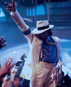 annie are you ok? Michael Jackson Smooth Criminal, Michael Jackson Dance, Photos Of Michael Jackson, Jackson Family, Cinema, We Are The World, My Idol, Videos, T Shirt